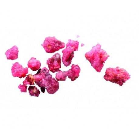 Kawałki róży w cukrze